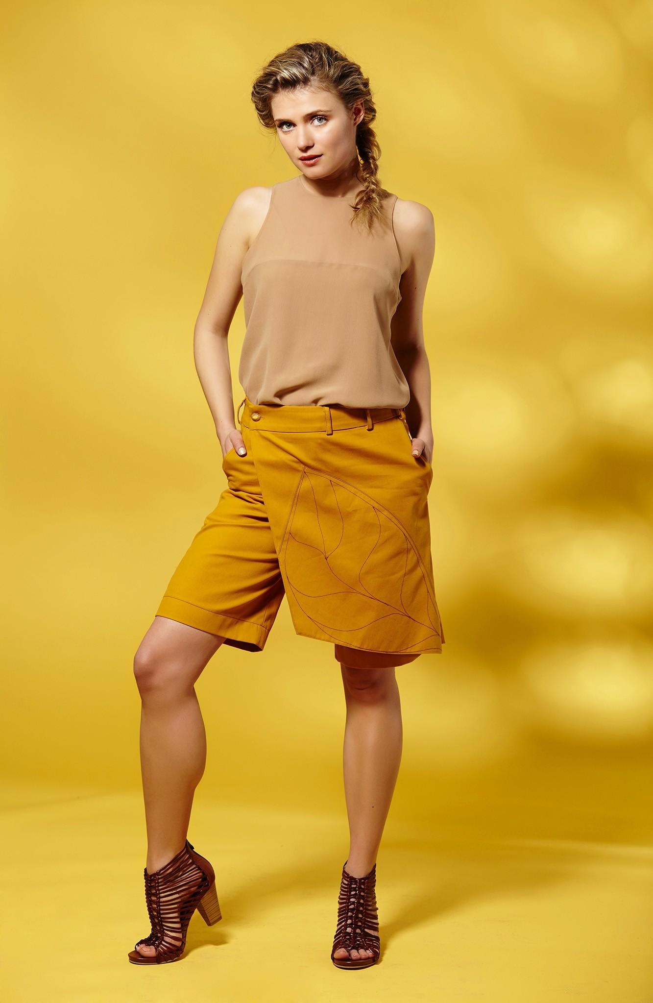 Дамски топ от копринен шифон с прозрачен гръб / Модна къща АМБИЦИЯ