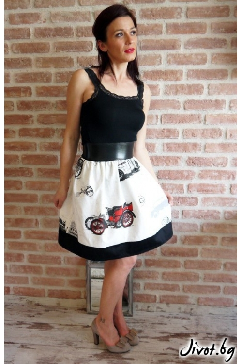 Къса дамска пола с ретро коли и черен бордюр / VERNE