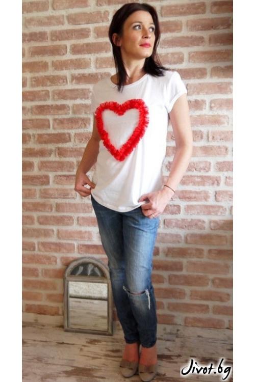 Бяла памучна тениска с ръчно направена апликация / VЯRA за MUSE SHOP