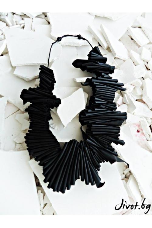 Колие от изкуствена черна кожа и текстилни въжета / LXA