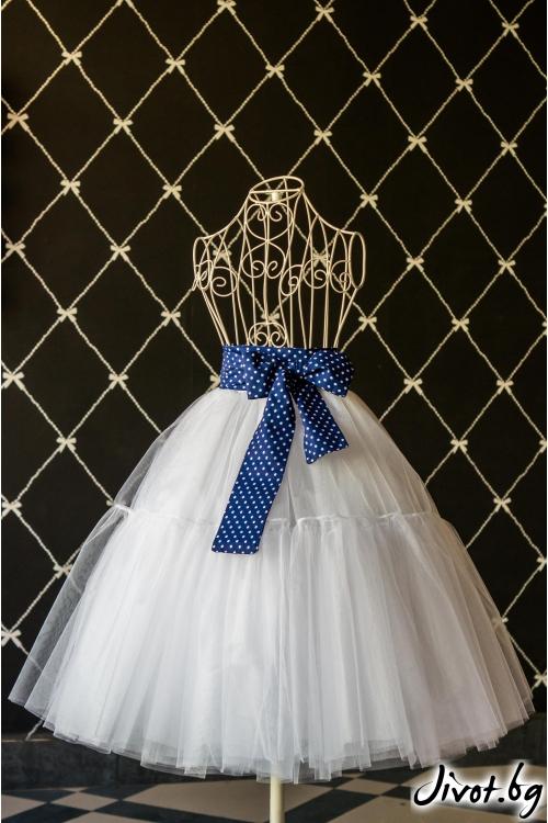 Дамска пола от бял тюл с памучен син колан на бели точки / Cherie Marie