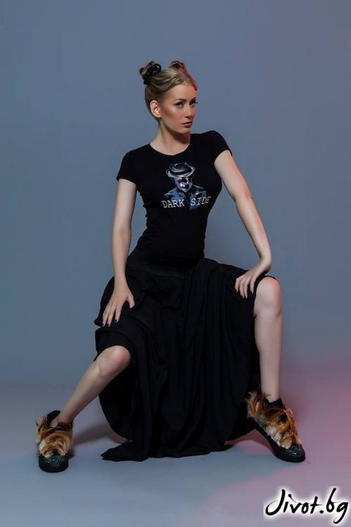 Черна тениска с дизайнерски принт ''Dark side'' LOOK AT ME