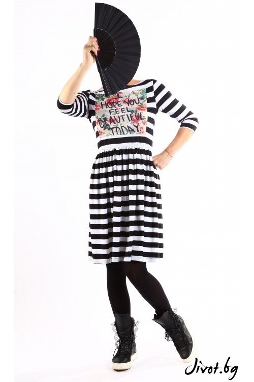 Дамска рокля на черно бяло-райе със щампа / VЯRA за MUSE SHOP