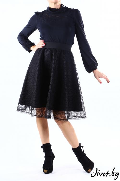 Черна дантелена пола с основа от мек памук / VERNE