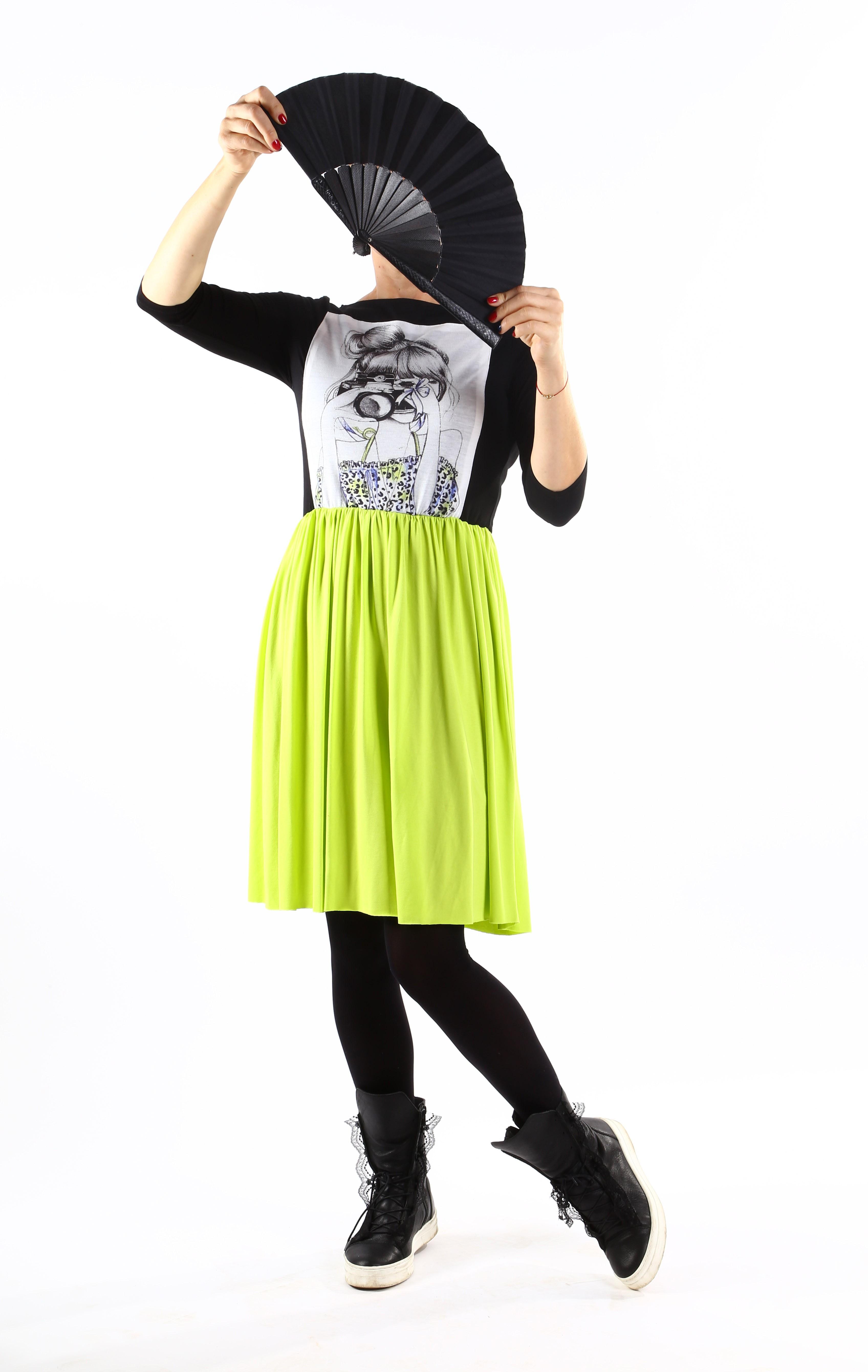 Закачлива рокля от в черно и зелено със щампа/ VЯRA за MUSE SHOP
