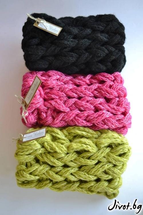 Вълнен ръчно изработен шал в наситен цикламен цвят / Joanna Palankova
