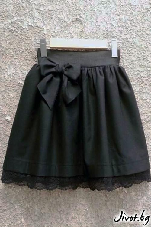 Черна пола с ластик на талията и бордюр от дантела / Cherie Marie