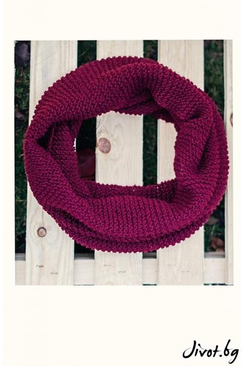 Ръчно плетен щал в тъмно малинов цвят / MAMURI Handmade studio