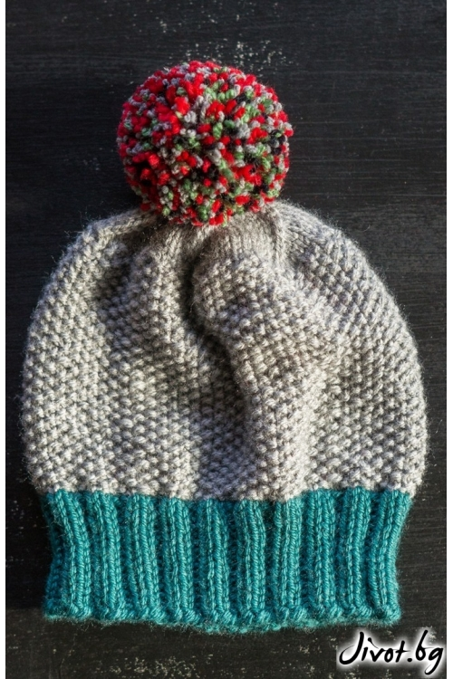Сива плетена шапка с тюркоазен бордюр и цветна папулка / MAMURI Handmade studio