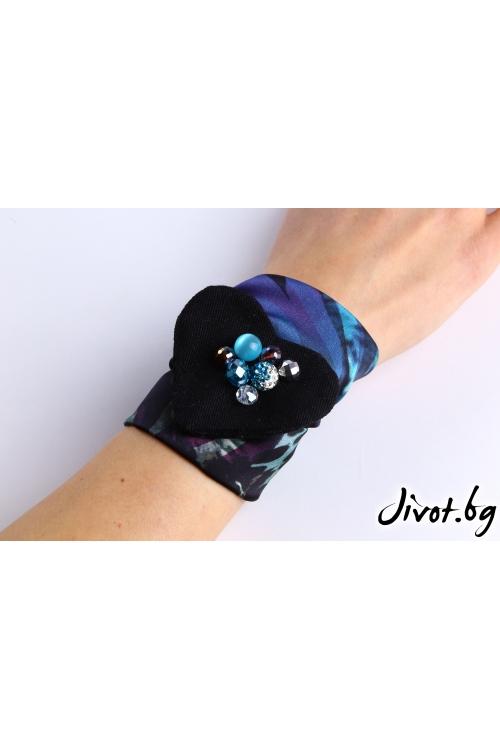 Цветен аксесоар за коса, ръка или чанта с красива лента и сърце от деним