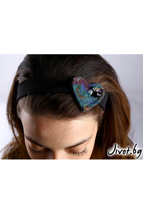 Дамски аксесоар за коса, ръка или чанта с красива лента и сърце с мъниста