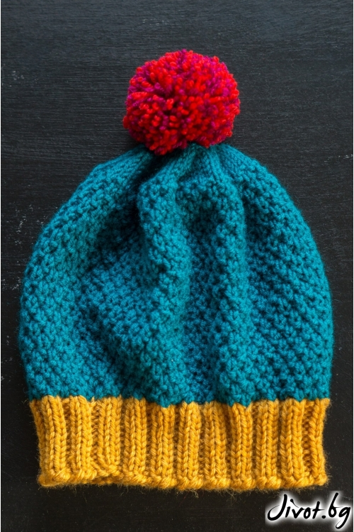 Красива ръчно плетена шапка в цвят капучино със сив бордюр и цветен понпон / MAMURI Handmade studio