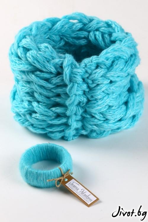 Комплект от ръчно плетен шал яка в модерен тюркоазен цвят и гривна / Joanna Palankova