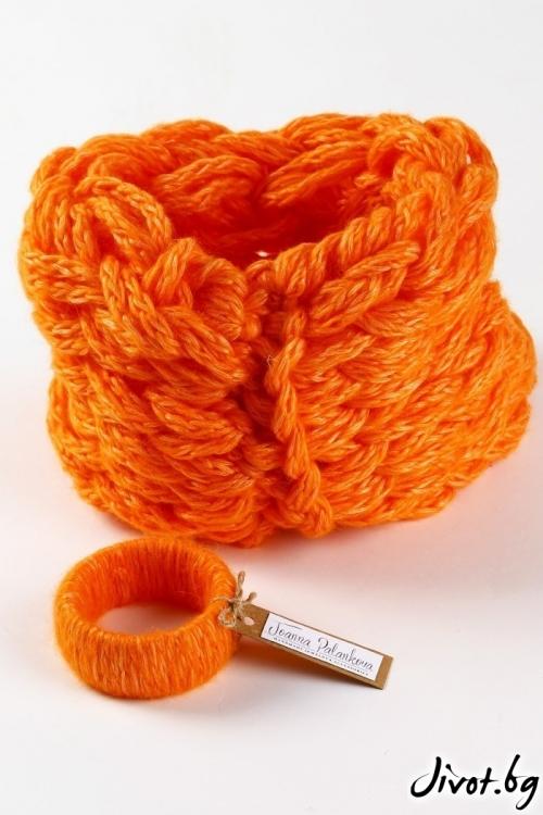 Разкошен и мек дамски ръчно оплетен шал в ярко оранжево в ккомплект с гривна / Joanna Palankova