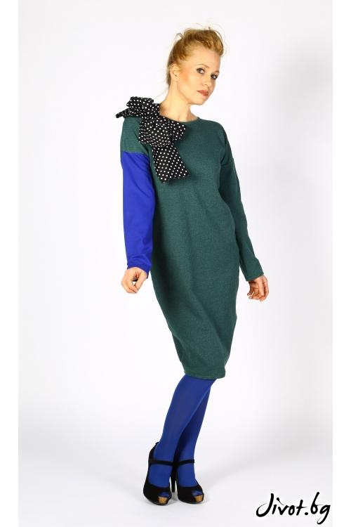 Зелена дамска рокля с цветни ръкави и красива апликация / Райна Косовска
