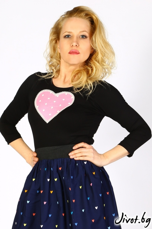 Черна дамска блуза с розово сърце на точки / Cherie Marie