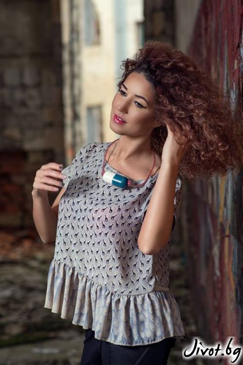 Дамска блуза с къс ръкав и къдрички / GUGOSHEVA