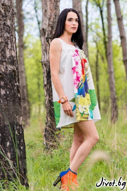 Къса дамска рокля с ефектна щампа / JUST T.K.