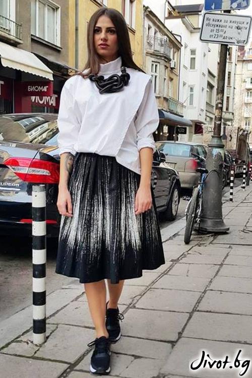 Черна дамска пола с ластик на талията / VERNE