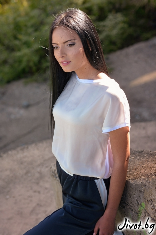 Бяла дамска тениска / Lila Style House