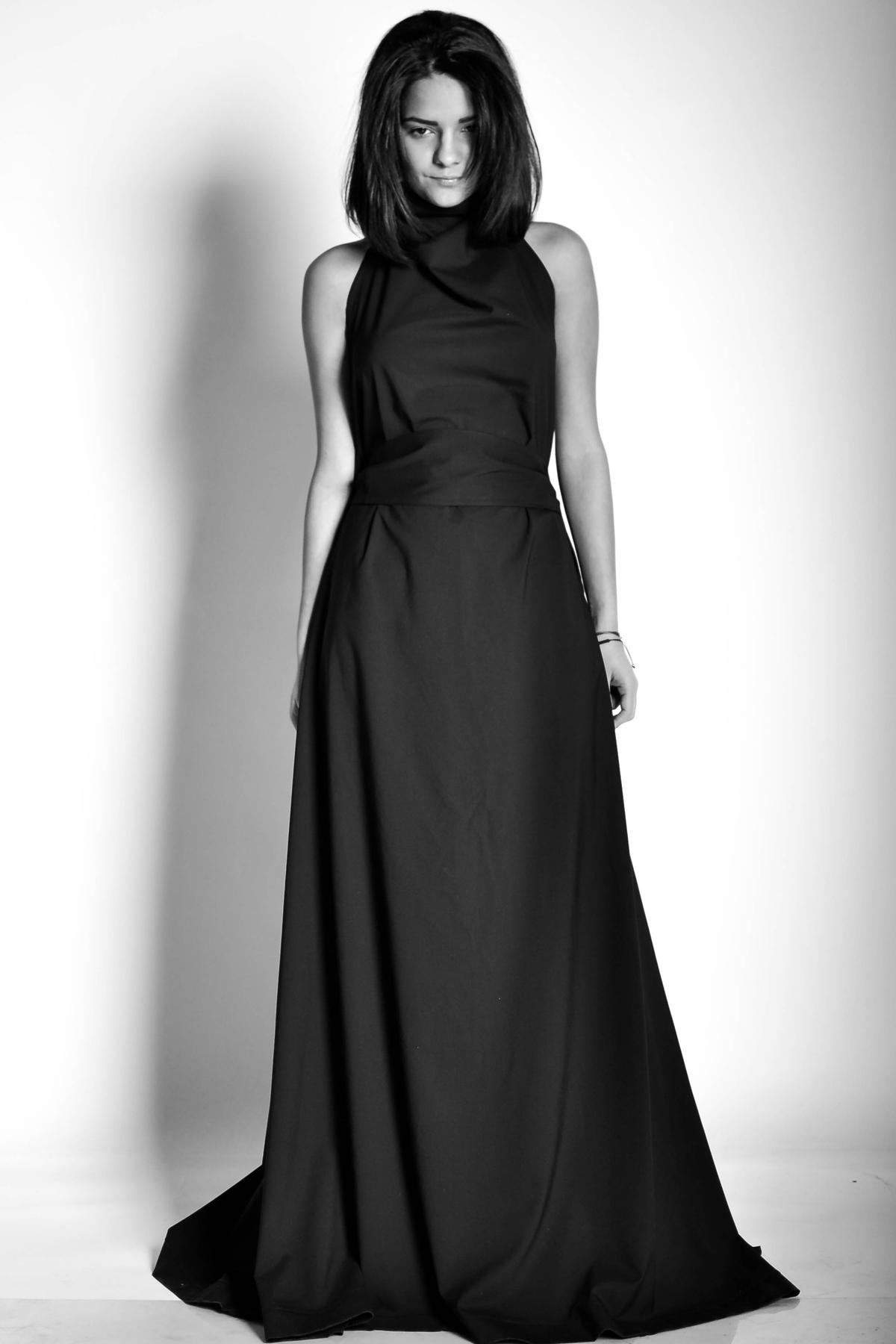 Дълга черна рокля с гол гръб / EXPERIMENT