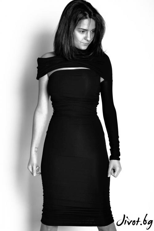 Къса черна рокля с отворени рамене / EXPERIMENT