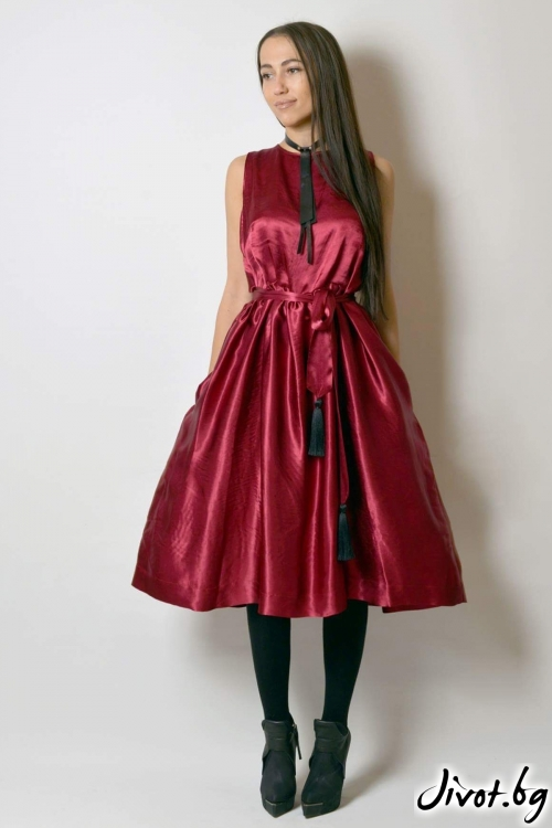 Червена рокля от коприна / VESTITI
