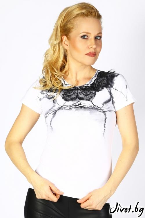 Ръчно изрисувана дамска блуза с дантела / Décollage