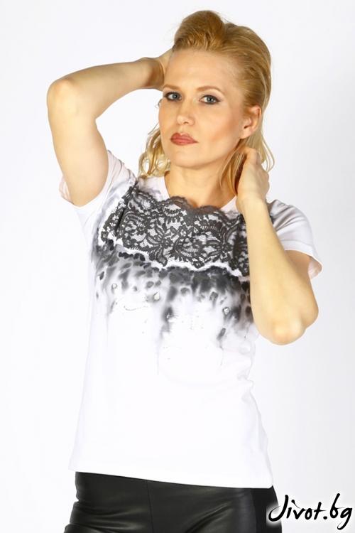 Ръчно изрисувана дамска блуза с декорация от дантела / Décollage