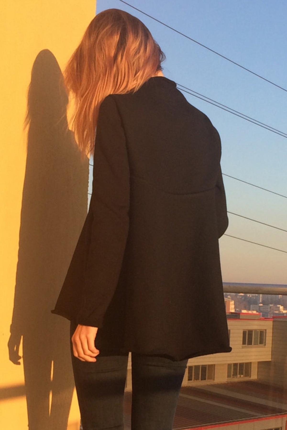 Черна разкроена поло блуза/ FABRA MODA STUDIO