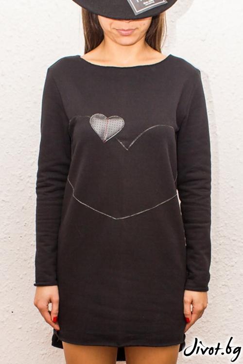Асиметрична черна блуза с дълги ръкави и апликация от кожени сърца / FABRA MODA STUDIO