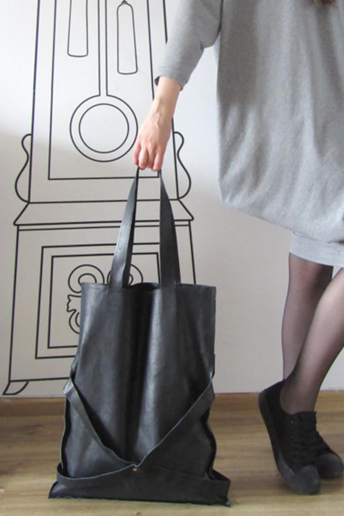 Черна tote чанта от естествена кожа/FABRA MODA STUDIO