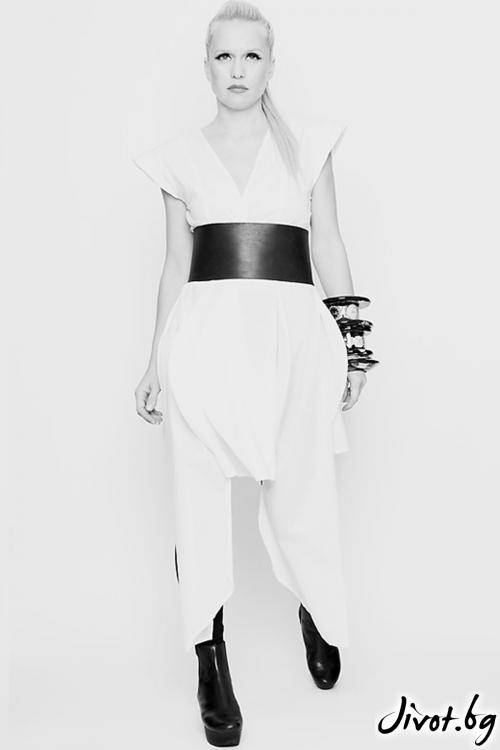 Бяла асиметрична риза с къс ръкав / Maria Queen Maria