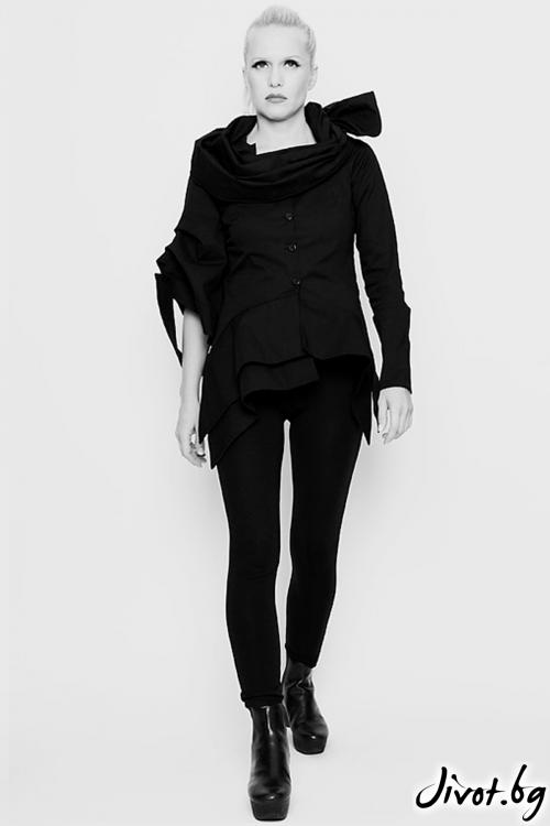 Черно сако от памук / вълна с двa асиметрични ръкава / Maria Queen Maria