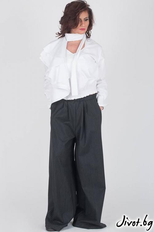 Бяла изчистена дамска блуза / Модна История