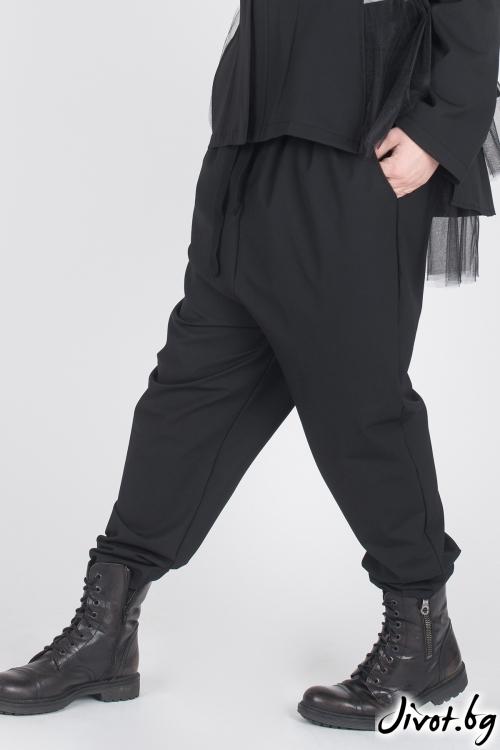 Черен дамски панталон със свободно дъно / Модна История