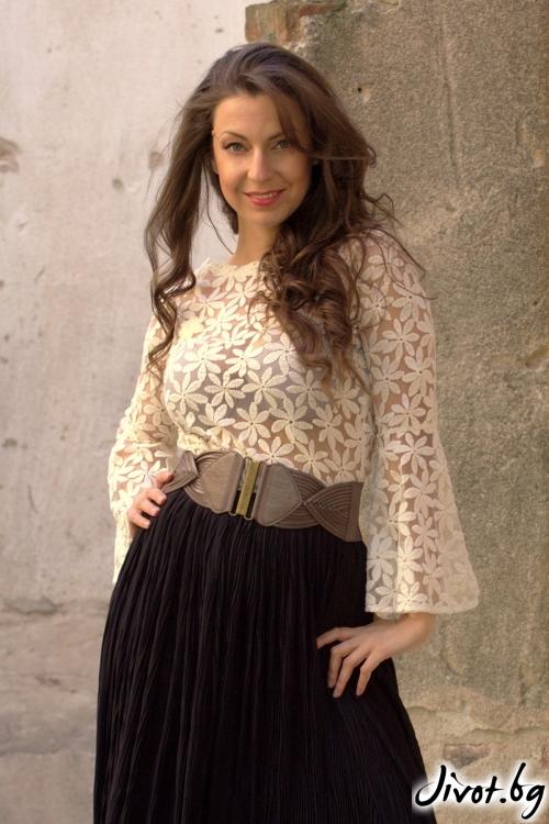 Блуза с бродирани цветя / Alenia