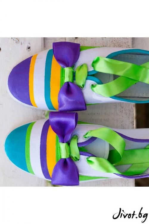 Цветни ръчно рисувани кецове с папионка / FETSKI