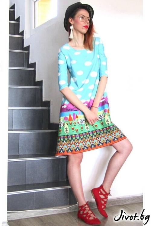 Къса рокля със свободен силует с весел принт / FABRA MODA STUDIO