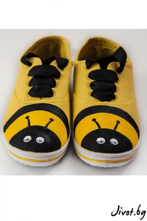 Ръчно рисувани и декорирани кецове Работливите Пчелички / FETSKI