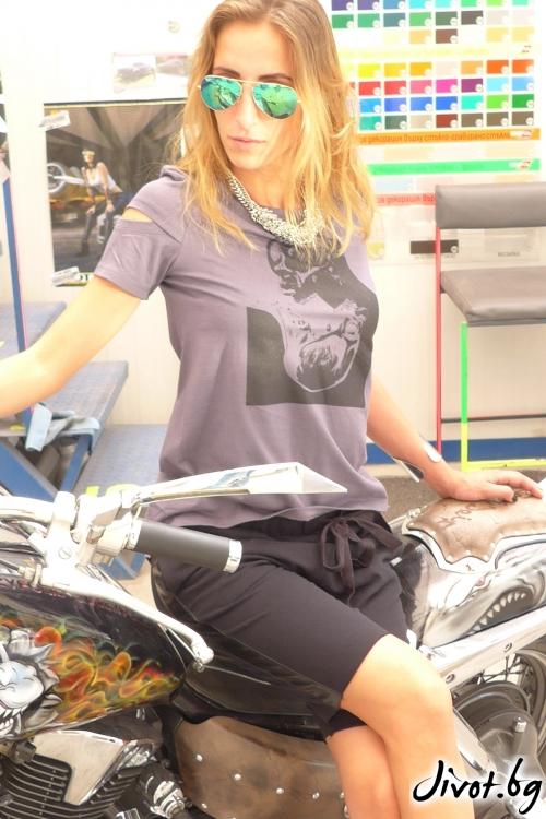 Сива дамска тениска с принт черепи / TONI DARK