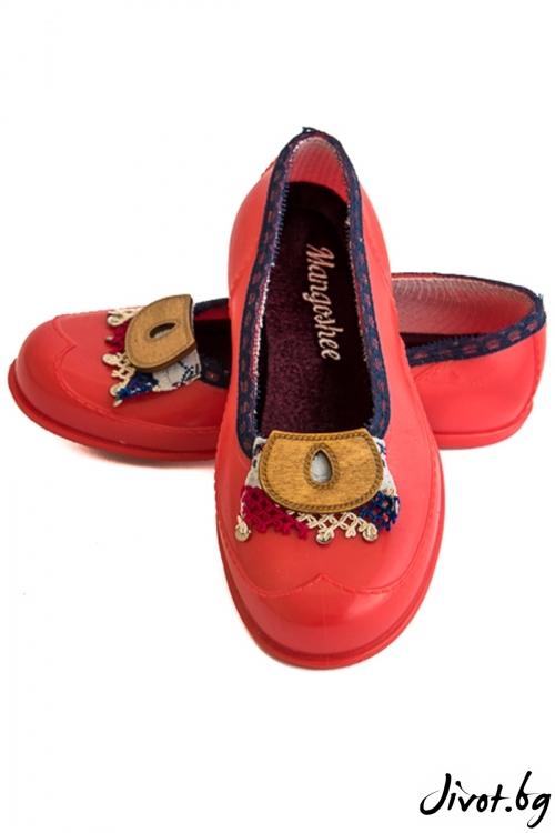 "Червени обувки мангоши ""Ръченица"" / KIPRA"