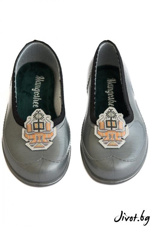 """Красиви сиви обувки мангоши """"Шевица"""" / KIPRA"""