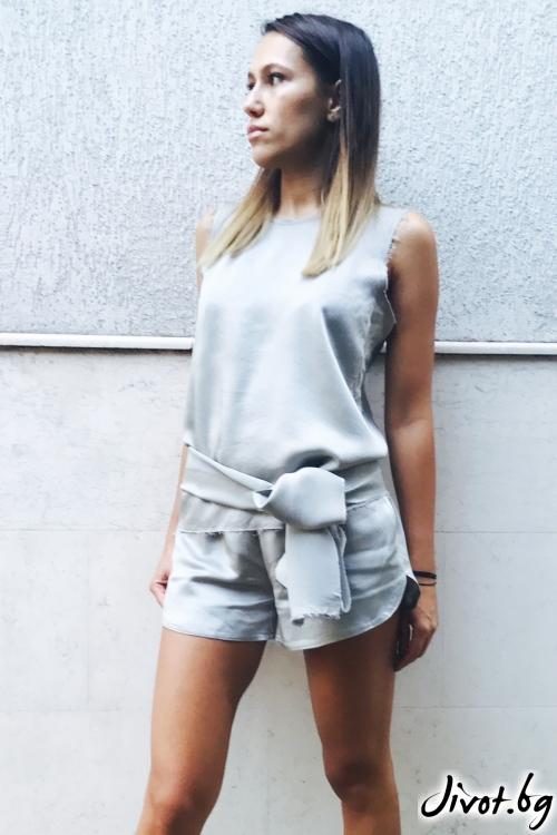 Уникален дамски сет тениска и панталонки в сребрист цвят / VESTITI