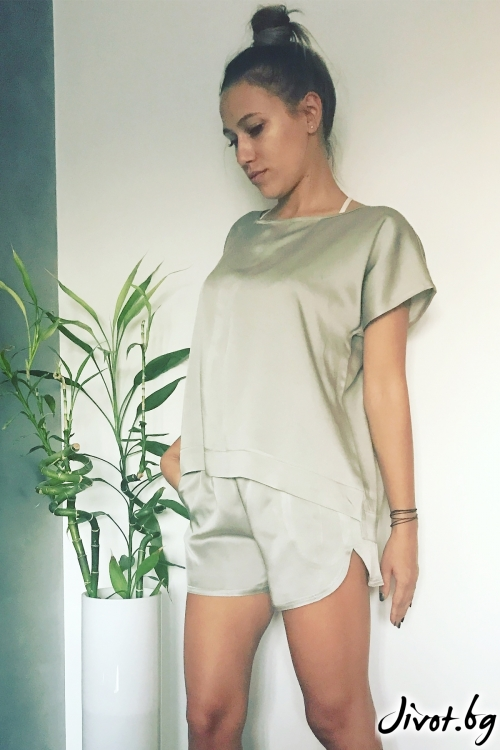Красив дамски сет тениска и панталонки в сребрист цвят / VESTITI