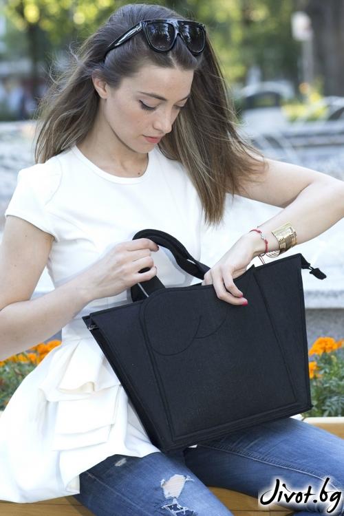 Дамска черна чанта от филц с преден джоб / EMVy