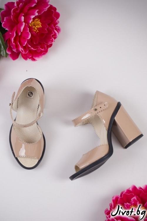 Бежеви кожени лакирани обувки на ток Powder Twist / PESH ART