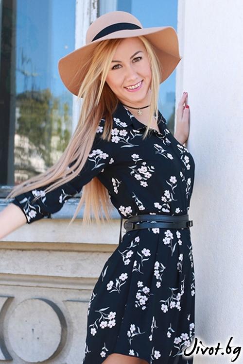 Закачлива къса рокля в флорален десен / LENA