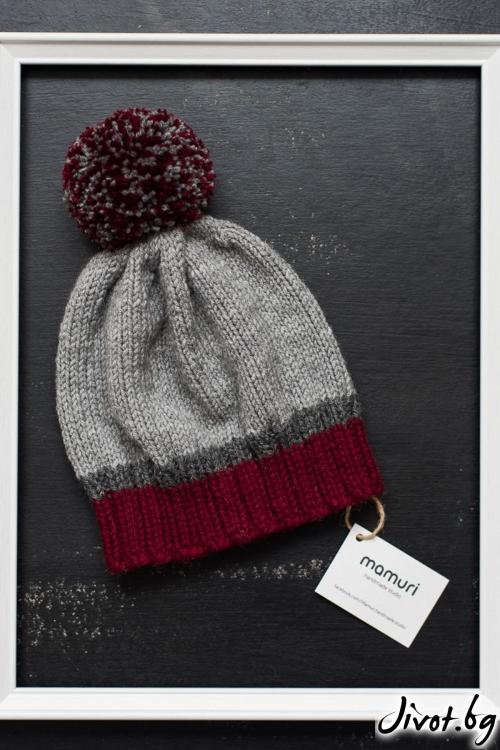 Ръчно плетена шапка в червено и сиво / MAMURI Handmade studio