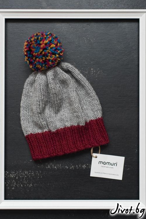 Красива ръчно плетена шапка с цветен понпон / MAMURI Handmade studio